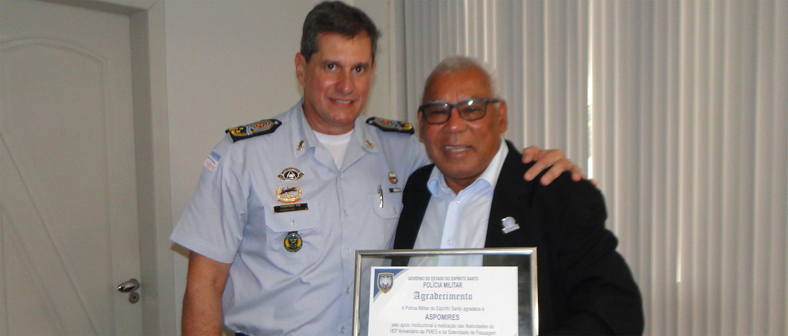 Comandante geral da PMES homenageia a Aspomires
